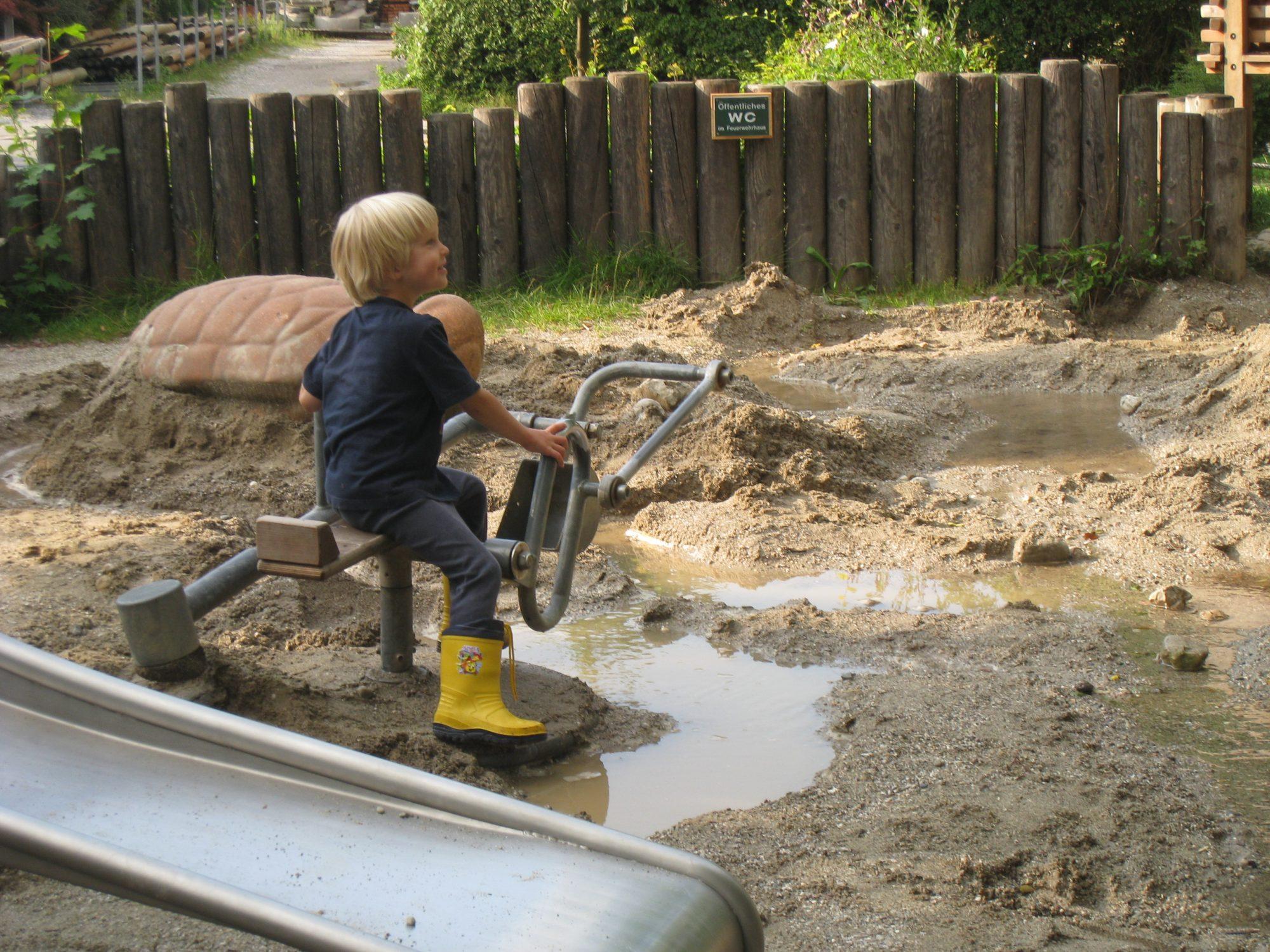 Namesto popolne raje razumna varnost za otroška igrišča
