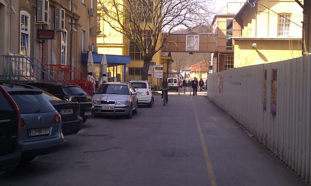 Urbani sprehod: Od javnega prometa do javnih storitev