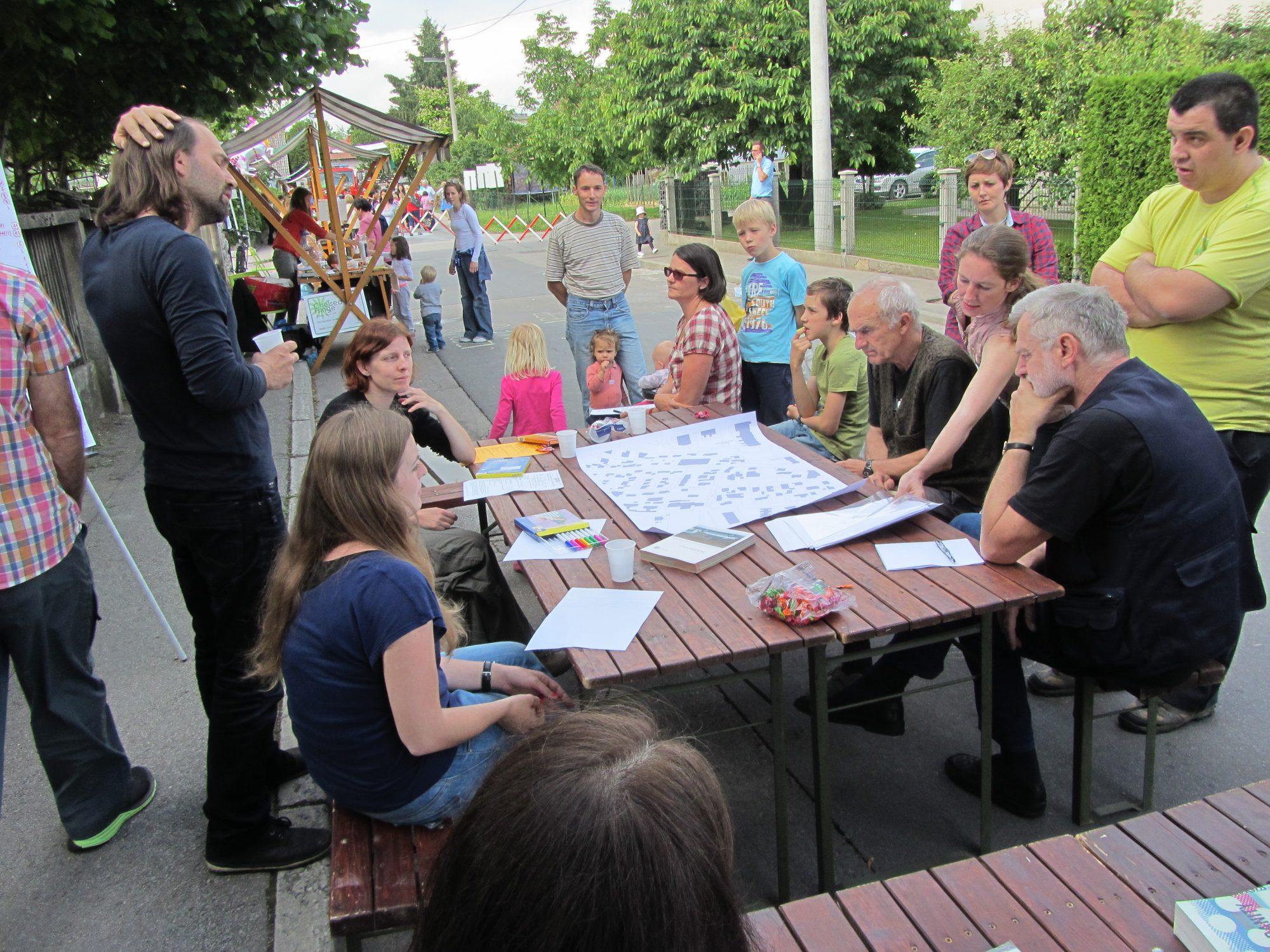 Predlogi za celovito reševanje prometne problematike v ljubljanskih Kosezah