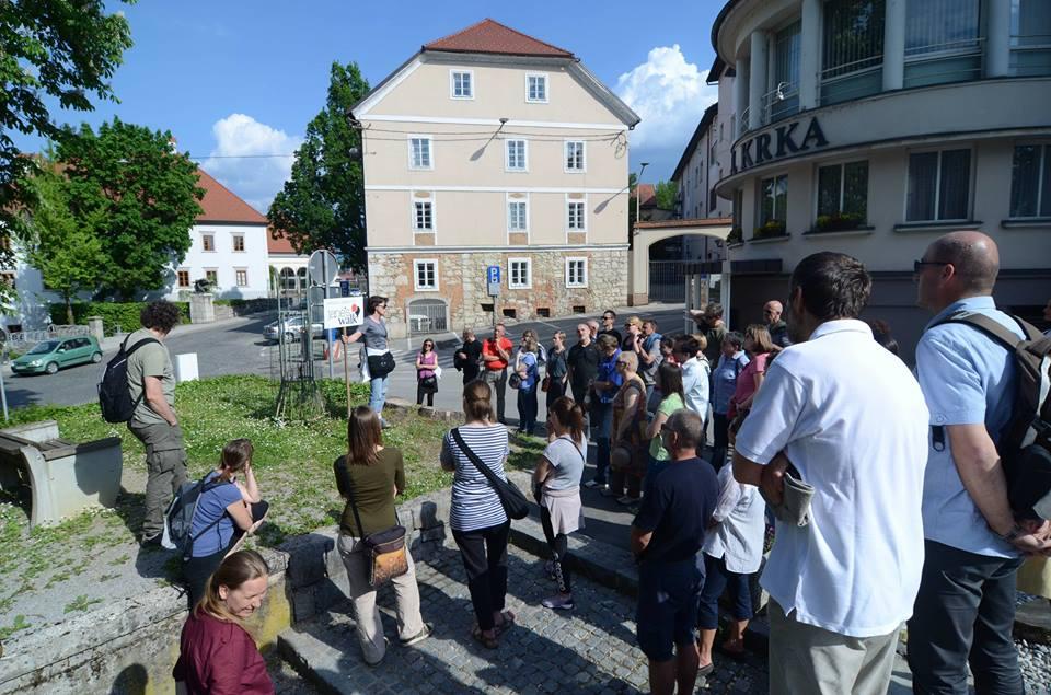 Pridružite se organizaciji Urbanih sprehodov Jane's Walk!
