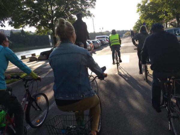 Nasprotujemo uvedbi obvezne uporabe kolesarske čelade