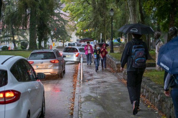 »Pozitivni odzivi na Odprto ulico nas zavezujejo, da začnemo razmišljati o dolgoročni prometni preureditvi Šolske ulice«